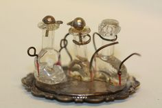 Oil and vinegar set made with the inside of lightbulbs