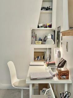 Workspace Inspiration, Room Inspiration, Desk Inspo, Room Design Bedroom, Bedroom Decor, Korean Apartment Interior, Minimalist Desk, Study Room Decor, Cute Room Ideas