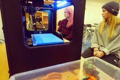 På #stavangerbibliotek for å printe ut figurer på #3Dprinter #stavanger #kunststudenter #stavangerstudent #kunstskap #kunstskolenirogaland #3dmodeling #digitalkunst #cad #sølvberget #3Dprinting by kunstskolenirogaland