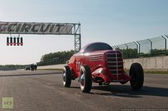 The Soviet Union did not ignore the racing car sector. Look at this bright racer! (1938)