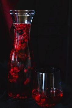 Bogyós rozé Sangria, Wine Decanter, Carafe, Cooking Recipes, Drinks, Drinking, Beverages, Wine Carafe, Chef Recipes