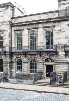 Wonderful historic townhouse in Edinburgh, Scotland #design #interior #idea #inspiration #room #style #cozy #home #decor #georgian #facade #architecture
