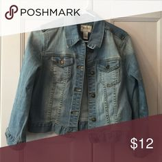 Jean Jacket Medium wash, 1% spandex - makes it very comfortable! Great condition! Forever 21 Jackets & Coats Jean Jackets