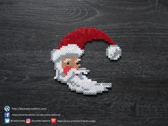Lune Père Noël Perles Hama / Moon Santa Claus Perler Beads Beaded Christmas Decorations, Christmas Perler Beads, Beaded Ornaments, Christmas Crafts, Pearler Bead Patterns, Perler Patterns, Art Perle, Motifs Perler, Hama Beads Design