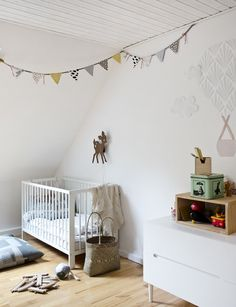 Childrensroom with homemade wall collage & flags Wall Collage, Flags, Cribs, Toddler Bed, Interior Decorating, Kids Rugs, Homemade, Furniture, Home Decor