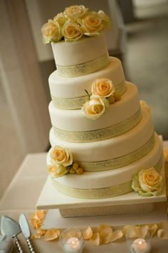 Featured Photographer: Michael Wachniak; Daily Wedding Cake Inspiration (New!). To see more: http://www.modwedding.com/2014/07/25/daily-wedding-cake-inspiration-new-4/ #wedding #weddings #wedding_cake Featured Wedding Cake: Aeyra Cakes; Featured Photographer: Michael Wachniak