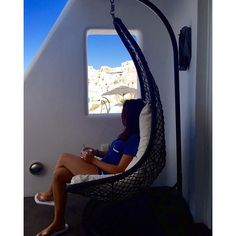 Moment of relaxation, while you enjoy #ArtMaisons amenities! #Santorini #Privacy  Photo credits: @aurorabazzi