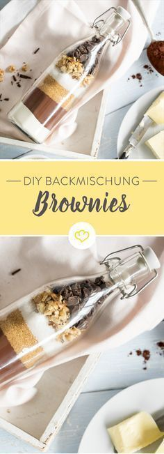 DIY baking mix in jar: Super Juicy Brownies- DIY Backmischung im Glas: Supersaftige Brownies Today there are double chocolate – in the form of powdered cocoa and soft chocolate. As homemade baking mix and as brownies in the glass. Kit Cookies, Homemade Gifts, Diy Gifts, Cocoa, Fudge Brownies, Baking Brownies, Homemade Brownies, Chocolate Brownies, Diy Presents