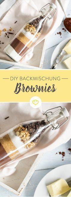Heute gibt es doppelt Schoko - in Form von gepudertem Kakao und zartherber Schokolade. Als selbstgemachte Backmischung und als Brownies im Glas.