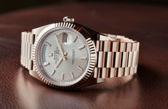 Rolex Oyster Perpetual Day-Date 40 in Everose gold.