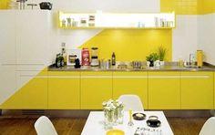 #cocinas Diseño de cocina con muebles en blanco y amarillo