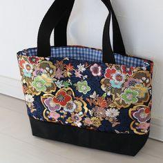 帯地バッグ 横長黒色 トートバッグ 彩乃 通販|Creema(クリーマ) ハンドメイド・手作り・クラフト作品の販売サイト Japanese Bag, Sewing Crafts, Diaper Bag, Kimono, Quilts, Tote Bag, Purses, Bags, Products
