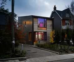 The Garden house by LGA Architects has built this stunning modern house in Toronto, Ontario. From the outside the house looks really contemporary Cabinet D Architecture, Residential Architecture, Concrete Architecture, Amazing Architecture, Modern Architecture, Edwardian Haus, Toronto Gardens, Clad Home, Types Of Houses