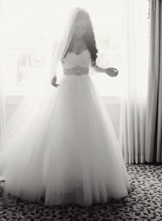 this is how i want everything to be. dress: strapless, poofy at the bottom. hair: curled and down. viel: long.