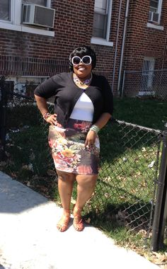 Curves in pencil skirt has fashion screaming at in its best voice ever...!