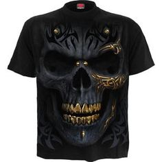 The ink-black pallor of midnight envelopes a skull in the darkness, accentuated with tribal engravings and the shimmer of molten gold. T-Shirt Black is made of Top Quality Cotto. Gold Tees, Gold T Shirts, 3d Shirts, Skull Game, Skull Fashion, Fashion Face, Gothic Fashion, Mens Fashion, Skull Shirts