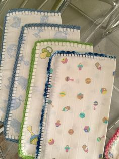 Crochet Edging Patterns, Crochet Borders, Baby Prints, Baby Sewing, Burp Cloths, Crochet Baby, Hand Embroidery, Kids Room, Quilts