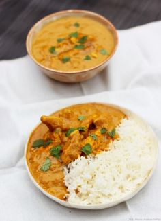 Poulet au curry: la recette The sweetness of coconut milk and chicken, the pep's of spices . Indian Food Recipes, Asian Recipes, New Recipes, Cooking Recipes, Healthy Recipes, Food Porn, Food Tags, India Food, Batch Cooking