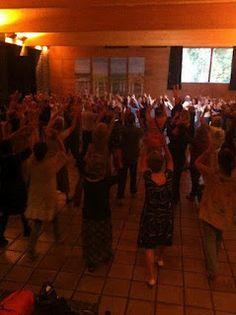 Pyhä tanssi on meditatiivista kehorukousta, jonka perusaskeleet ovat yksinkertaisia. Menetelmä on ekumeeninen, uskontodialoginen ja terapeuttinen   - näiltä blogisivuilta löydät lisää tietoa