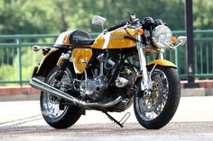 Rene's ground-up custom, starting with a 1976 860 GT Ducati frame, and a 1978 900 GTS kick-start square-case motor, reto-fitted with an electric start system built with original parts accumulated over the years.