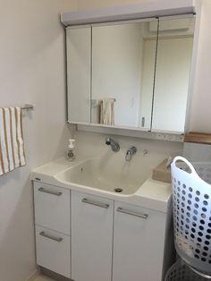 貼るだけ簡単!洗面台を男前にリメイクしてみませんか? LIMIA (リミア) Double Vanity, Bathroom, House, Washroom, Home, Full Bath, Bath, Bathrooms, Homes