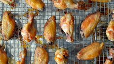 How to Make Crispy Baked Chicken Wings #tips #video #chicken