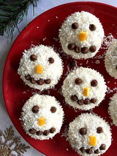 Snowman cupcakes recipe #christmasdesserts, #christmascookies , #chiristmasbaking, #snowmancupcakes, #coconutrecipes