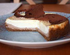 "z toho medovníku mi tu zbylo dost medovníkové ""strouhanky"", tak jsem z ní upekla tvarožník ❤ (ta čokoláda byla hezčí, ale máme tu teplo, no) #homemade #cheesecake #honey #chocolate #tvaroh #tvaroznik #medovnik #cokolada #homebaked #homebaker #bakingmom #instabake #dessertstagram #desserttime #baking #peceni #cakestagram #cake #fooporn #foodie #foodlover #foodphotography #foodphoto #czech #czechrepublic #avecplaisircz Tacos, Cheesecake, Pudding, Food, Cheesecakes, Custard Pudding, Essen, Puddings, Meals"