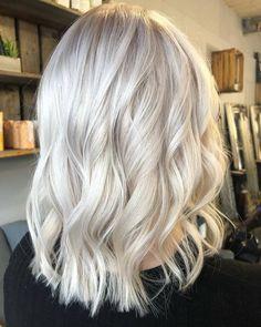 Super Blonde Hair, Cool Blonde Hair Colour, Bright Blonde Hair, Ice Blonde Hair, Platinum Blonde Hair Color, Blonde Hair Shades, Blonde Hair Looks, Balayage Hair Blonde, Brown Blonde Hair