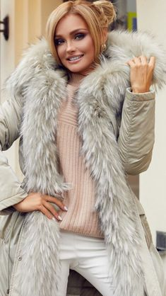 Fur Fashion, Womens Fashion, Fabulous Fox, Fur Collars, Fox Fur, Fur Jacket, Fur Trim, Sexy Women, Cuffs