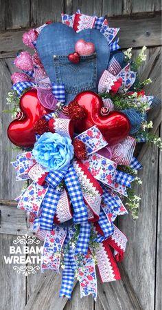 Valentine Wreath, Valentine Decor, Valentine Door, - Valentines Day for Kids Valentine Day Wreaths, Valentine Day Love, Valentine Day Crafts, Holiday Wreaths, Holiday Decor, Printable Valentine, Valentine Ideas, Heart Decorations, Valentine Decorations