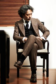 "sartorialjohnnyboy: ""The Japanese, number two - Yoichiro Maeda "" Japanese Suit, Suit Fashion, Mens Fashion, Men Over 40, Men Formal, Formal Suits, Preppy Men, Brown Suits, Mens Trends"