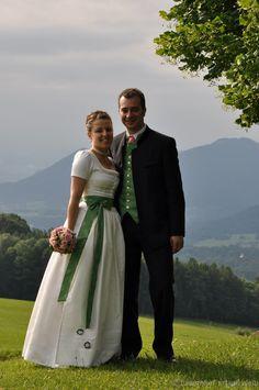 Bayerisches Hochzeitspaar im Oberland