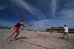 Beachtennis auf der Badeinsel Steinhude.  #Steinhude #steinhudermeer #badeinsel #beach #beachtennis #tennis #tennistournament #instatennis #ball #net #court #beachlife