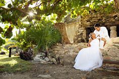 Beautiful couple in the setting of a Mayan archaeological site. Old buildings, new love, ahhhh!  Mexico wedding photographers Del Sol Photography
