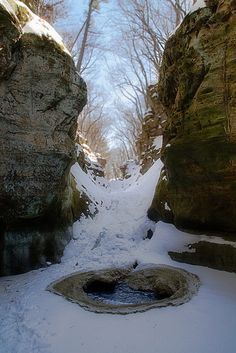 Froven waterfall / Pewits Nest / Baraboo / WI, US                United States
