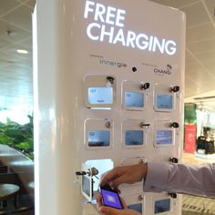 Mobile phone charging station at singapore's changi airport Visual Merchandising, Bodega Bar, Mobile Charging Station, Phone Charging Stations, Mobile Shop Design, Retail Technology, Medical Technology, Energy Technology, Technology Gadgets