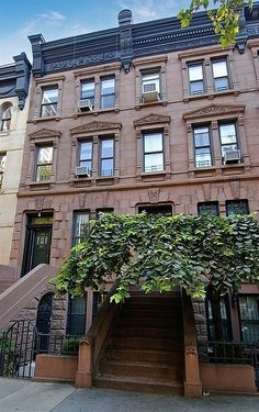 West 88 Street New York upper west side Brick Facade, Facade House, Living In New York, City Living, Central Park, Brooklyn Brownstone, Brownstone Homes, New York Buildings, Gothic Interior