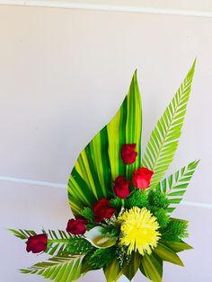 Tropical Flower Arrangements, Church Flower Arrangements, Ikebana Arrangements, Tropical Flowers, Altar Flowers, Church Flowers, Deco Floral, Arte Floral, Flower Box Gift