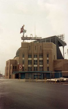 Cleveland Municipal Stadium - Former home of the Cleveland Indians (baseball) and Cleveland Browns (football) Cleveland Indians Baseball, Baseball Park, Cleveland Ohio, Cleveland Browns, Cincinnati, Columbus Ohio, Baseball Stuff, Baseball Field, Pittsburgh
