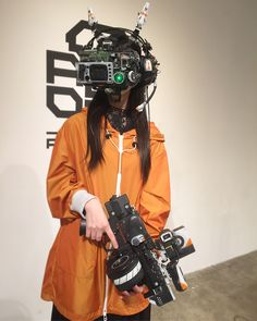Between cyberpunk, cosplay and DIY, here are the impressive creations of the Japanese Hiroto Ikeuchi, who handcraft futuristic objects and accessories with an incredible talent. Based in Tokyo, and heavily inspired by science fiction and manga like Gundam, Ghost in the Shell, Macross or Appleseed, H