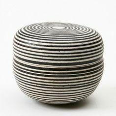 Eva Brandt - Keramik lågkrukke, sort og hvid stribet (turkis indeni)