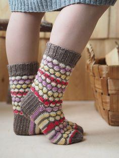 Kohoneule villasukat Novita 7 Veljestä Mökki ja Novita 7 Veljestä | Novita knits Lace Socks, Ankle Socks, Knitting Socks, Knit Socks, Fashion Socks, Cool Socks, Pretty Cool, Mittens, Beautiful Outfits