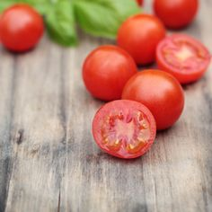 How to cut tomatoes quickly and easily using plates and a sharp knife. Great cooking and kitchen tip, and a fun life hack. Perfect for small...