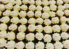 These minis are the perfect replacement for popcorn (or supplement to the ever classic popcorn! Fun Cupcakes, Popcorn, Delicious Food, Minis, Classic, Desserts, Cool Cupcakes, Derby, Tailgate Desserts