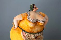 What is my giddy fascination with LARGE lady sculptures all about? Amazing doll sculptures by Katia |