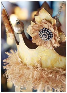 A Gilded Life for a queen and her crown.diy, too! Crown Centerpiece, Crown Party, Paper Crowns, Diy Crown, Vintage Princess, Pine Cone Crafts, Tiaras And Crowns, Queen Bees, Party Hats