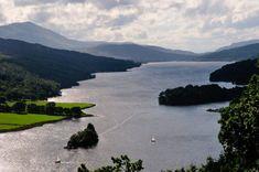Vue sur le magnifique Loch Katrine, en Ecosse !   #lochkatrine #lock #lake #ecosse #scotland #alainntours   © J.M Louis Inverness, Outlander, Monstre Du Loch Ness, Chutes Victoria, Bali, Nature Sauvage, Destinations, Loch Lomond, Parc National