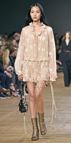 Chloe : Runway - Paris Fashion Week Womenswear Fall/Winter 2015/2016