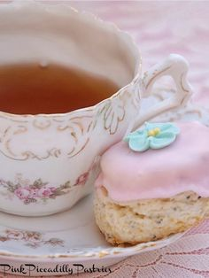 Pink Piccadilly Pastries: Shabby Lemon Scones for a Pretty Cream Tea: